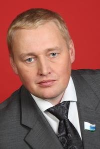 В первую очередь в «депутатской вертикали» заинтересованы муниципальные парламентарии